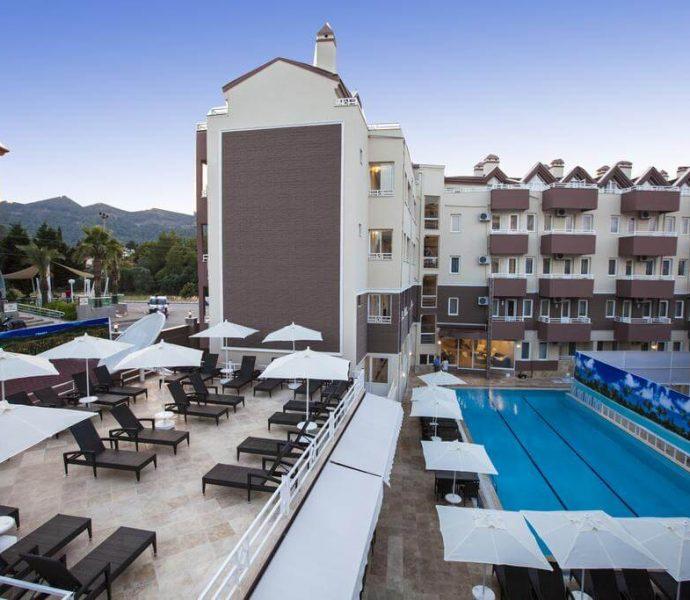 Comet Deluxe Hotel 4*