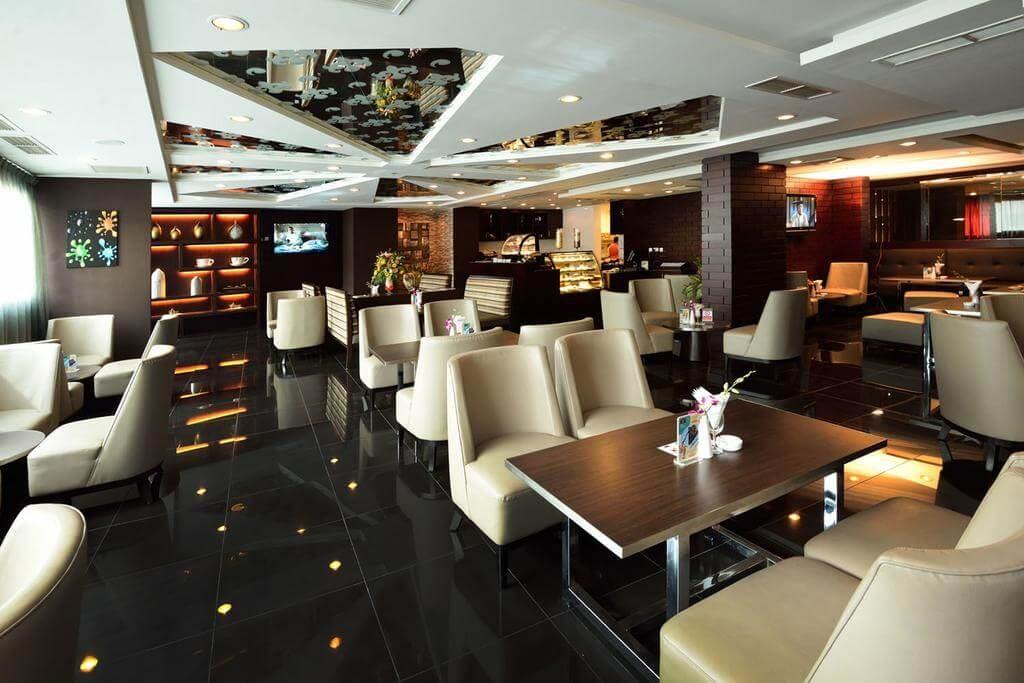 Holiday Villa Hotel & Residence City Centre 4*